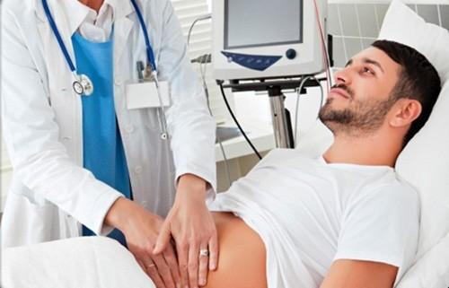 Bạn nên đến cơ sở chuyên khoa để được thăm khám và điều trị viêm loét dạ dày