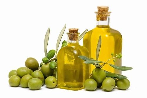 Các chế độ ăn giàu dầu ôliu, ví dụ như chế độ ăn uống Địa Trung Hải, được biết đến giúp làm giảm đau và cứng khớp ở bệnh nhân viêm khớp dạng thấp