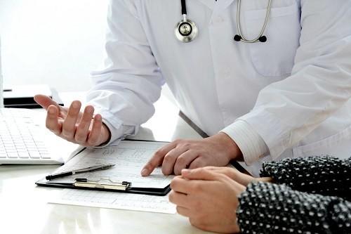 Điều quan trọng là người bệnh cần tiến hành thăm khám sớm tại bệnh viện chuyên khoa để xác định nguyên nhân gây ra cảm giác ngứa ở dưới da.