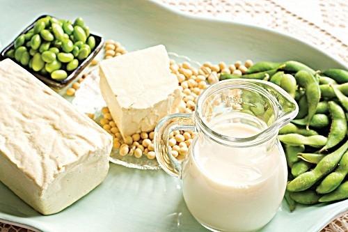 Trong đậu nành có chứa chất phytate gây trở ngại cho việc hấp thụ sắt nên kiêng sau khi mổ thai ngoài tử cung.