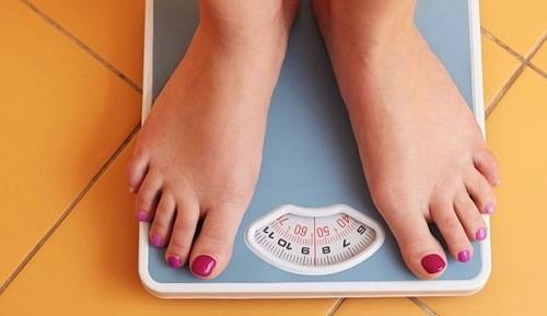 Đột nhiên tăng hoặc giảm cân cũng khiến cơ thể bị rối rối loạn kinh nguyệt