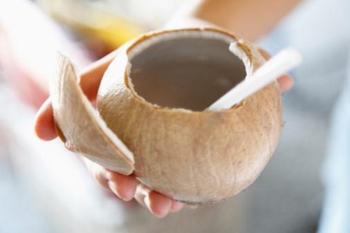 Nếu bạn đang cố gắng giảm cân thì nước dừa là một gợi ý tốt nhất.