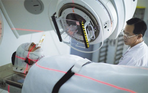 Xạ trị là phương pháp điều trị ung thư bằng cách dùng các chất phóng xạ tác động vào khu vực có tế bào ung thư.