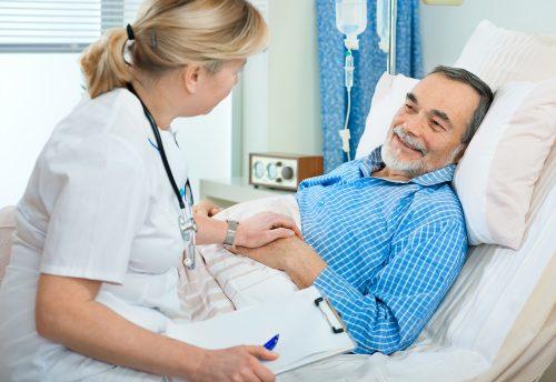 Người bệnh cần theo dõi tình trạng sức khỏe để kịp thời xử lý những biến chứng có thể xảy ra