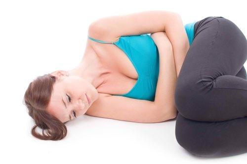 Đau bụng dưới là một trong những biểu hiện của thai ngoài tử cung