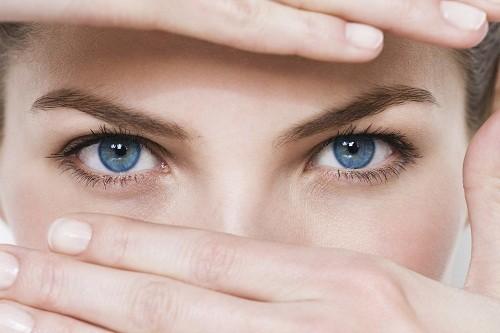 Ung thư mắt là bệnh lý ác tính xảy ra ở mắt do nhiều nguyên nhân khác nhau gây ra như màu mắt, yếu tố di truyền...