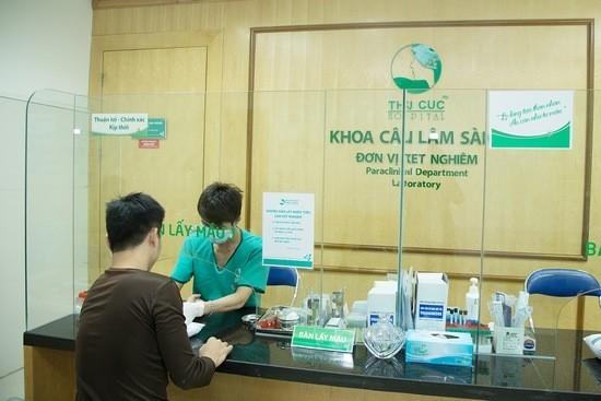 Tại bệnh viện Thu Cúc, khách hàng trước khi thực hiện cắt bao quy đầu được thăm khám sức khỏe kỹ lưỡng.