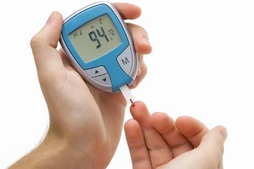 Theo dõi chỉ số glucose trong máu thường xuyên