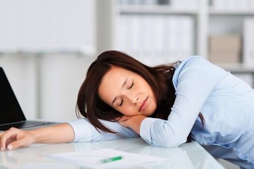 Nếu cảm thấy ra máu nhiều, người rất mệt mỏi sau khi tháo vòng cần đến cơ sở y tế để được thăm khám.