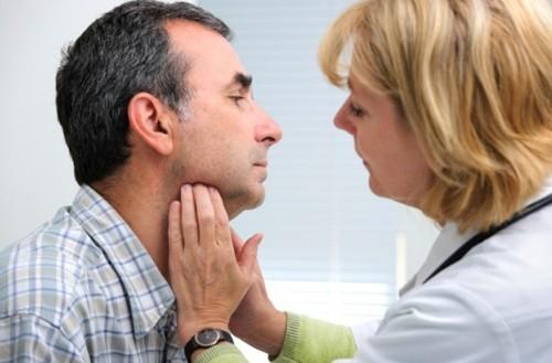 Khi không được điều trị sớm, người bệnh ung thư vòm họng sẽ thấy xuất hiện triệu chứng nổi hạch ở góc hàm