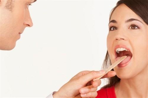 Bạn nên đến cơ sở chuyên khoa thăm khám và điều trị khi đau họng thường xuyên