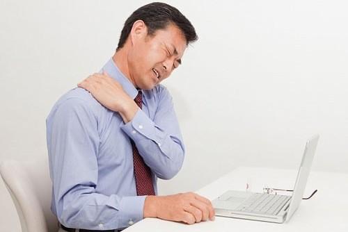 Đau mỏi vai gáy là bệnh thường gặp ở dân văn phòng