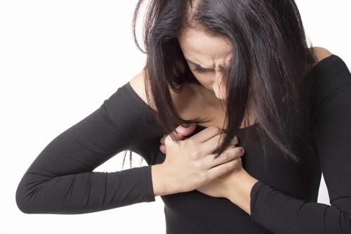 Đau nhũ hoa thường xuyên, có thể là triệu chứng liên quan đến bệnh ung thư vú.