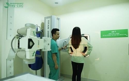 Khi có triệu chứng đau thắt lưng người bệnh cần đến bệnh viện để được thăm khám chẩn đoán càng sớm càng tốt
