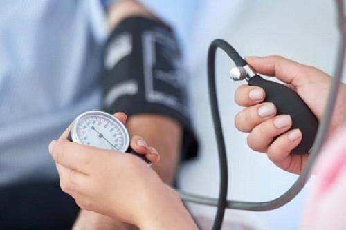 Theo dõi huyết áp định kỳ thường xuyên tránh biến chứng nguy hiểm