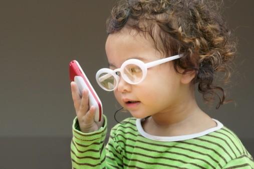 Khi một người mắc phải một trong các tật khúc xạ mắt sẽ cần đến bệnh viện thăm khám và được chỉ định đo khúc xạ mắt.