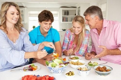 Cần duy trì chế độ ăn uống và sinh hoạt khoa học sẽ giúp ngăn ngừa nguy cơ mắc ung thư đại tràng
