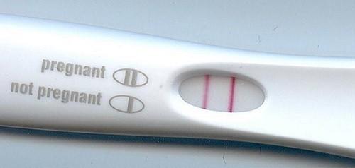 Que thử thai 1 vạch đậm 1 vạch mờ