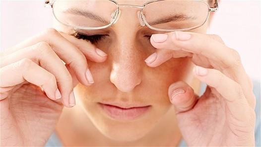 Nếusạn vôinhiều hoặc to, biểu hiện thường gặp là cảm giác cộmmắtgiống như bị bụi lọt vào mimắt.