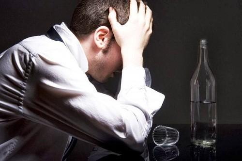 Những người trên 40 tuổi hoặc có yếu tố nguy cơ mắc bệnh như nghiện rượu, thuốc lá cần tiến hành tầm soát ung thư dạ dày sớm