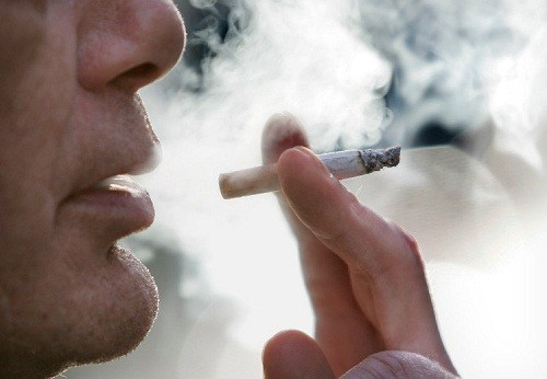 Hút thuốc lá là một trong những nguy cơ gây ung thư nên cần tầm soát nhằm phát hiện sớm bệnh