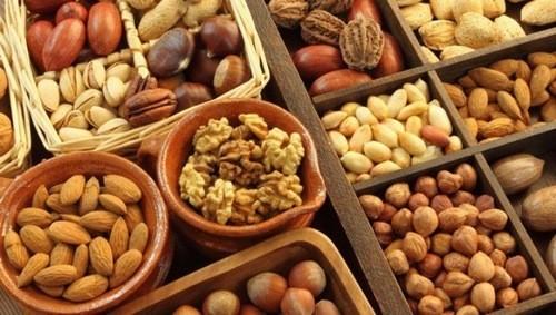 Các loại hạt chứa hàm lượng cao protein và sắt giúp tăng lượng hồng cầu máu