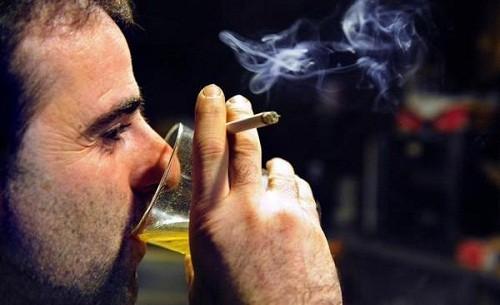 Hút thuốc lá và nghiện rượu là yếu tố làm gia tăng nguy cơ mắc ung thư thực quản