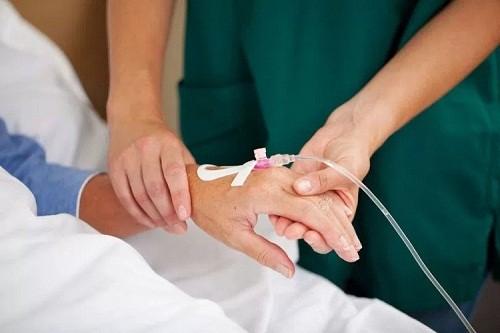Điều trị bằng hóa chất giúp tiêu diệt các tế bào ung thư còn xót lại