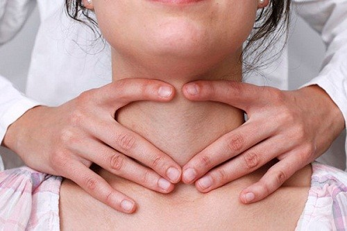 Ở giai đoạn đầu, các triệu chứng ung thư tuyến giáp thường mơ hồ, không cụ thể, rõ ràng