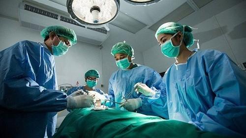 Phẫu thuật là phương pháp chính được sử dụng để điều trị ung thư tuyến giáp giai đoạn đầu