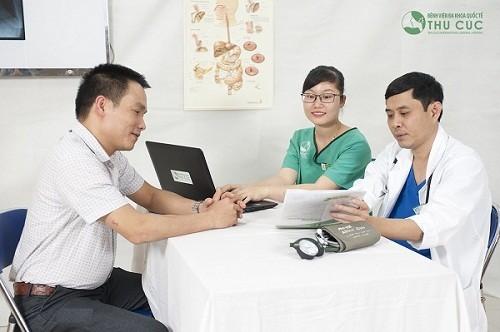 Nam giới cần đi khám để được bác sĩ tư vấn phương pháp điều trị phù hợp (ảnh minh họa)