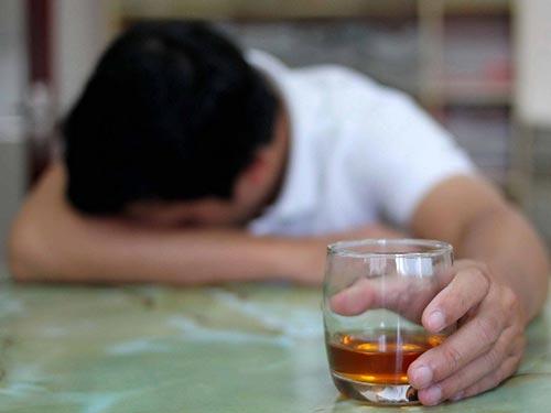 Những người nghiện rượu, hút thuốc lá... có nhiều nguy cơ mắc bệnh ung thư đại tràng