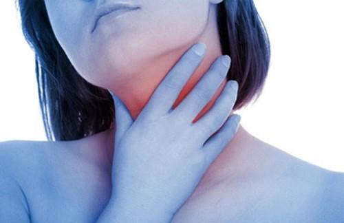 Đau cổ, đau có thể lan tới tai là dấu hiệu của ung thư tuyến giáp