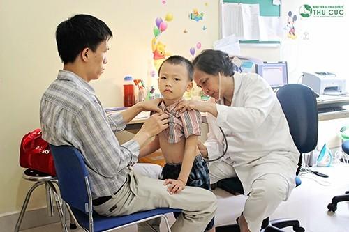 Khám và điều trị bệnh viêm thanh khí phế quản cấp tại Bệnh viện Thu Cúc, trẻ sẽ được các bác sĩ nhi khoa giỏi trực tiếp thăm khám và điều trị.