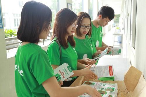 Bệnh viện Thu Cúc còn phối hợp với các trường học trên địa bàn TP Hà Nội phát hơn 16.000 tờ rơi tuyên truyền về SXH.