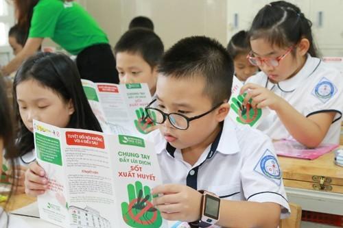 Với thiết kế đẹp, bắt mắt, thông tin đầy đủ và khoa học, các em học sinh khi được tặng tờ rơi đều tỏ ra rất thích thú và hào hứng.