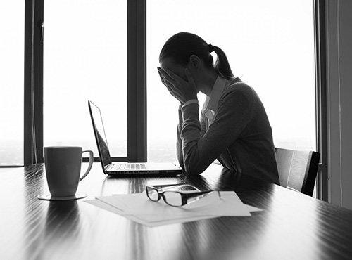Có nhiều nguyên nhân nào gây đau đầu mạn tính như trầm cảm, lo âu, rối loạn giấc ngủ