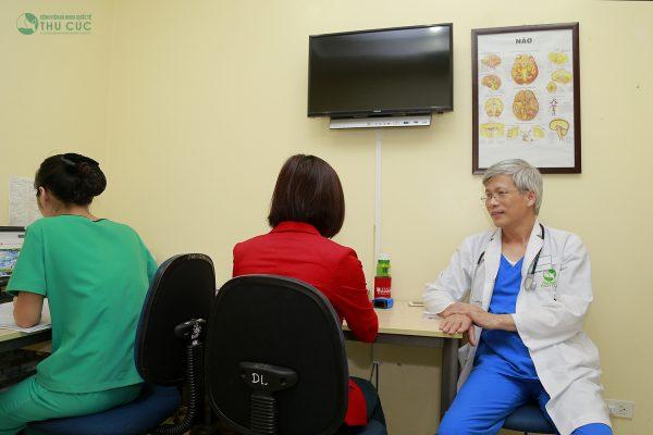 Tại Thu Cúc, khách hàng được thăm khám và điều trị với tiến sĩ nội thần kinh giỏi, có nhiều năm kinh nghiệm đã chữa đau đầu mạn tính thành công cho rất nhiều bệnh nhân.