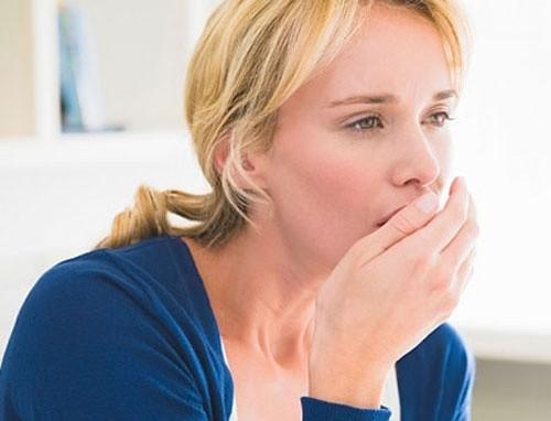 Các dấu hiệu ung thư đầu cổ thường gặp là ho, nghẹt mũi, khó thở, xuất hiện khối u bất thường...