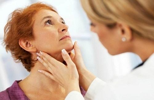 Khi thấy dấu hiệu ung thư hạch, người bệnh nên đi khám để các bác sĩ chẩn đoán chính xác tình trạng bệnh