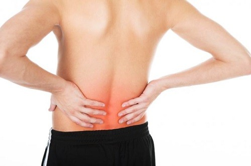 Khi bị ung thư thận, người bệnh sẽ thấy xuất hiện triệu chứng đau tức vùng lưng hông, có máu trong nước tiểu...