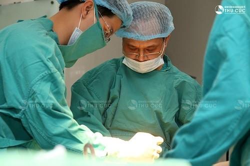 Phẫu thuật là phương pháp chính thường được áp dụng trong điều trị ung thư thận