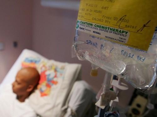 Hóa trị cũng là một phương pháp được chỉ định trong điều trị ung thư thanh quản nhằm tiêu diệt những tế bào ung thư còn sót lại