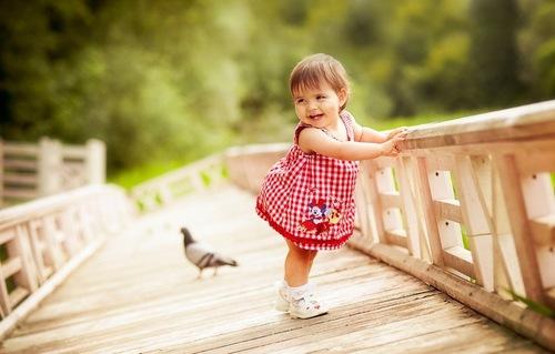 Trẻ bị loạn dưỡng cơ có thể chậm đi, dáng đi bất thường