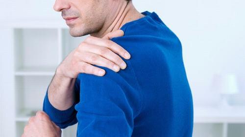 Đau cơ dạng thấp thường xảy ra tại các vị trí cổ, vai, cánh tay, bẹn ảnh hưởng nhiều đến hoạt động thường nhật của người bệnh
