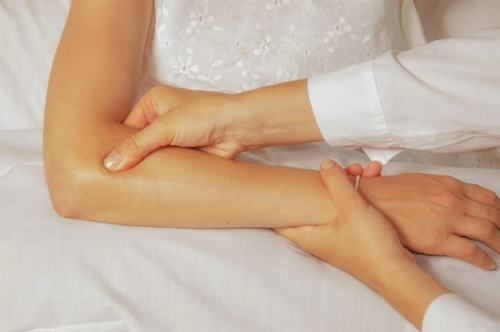 Viêm lồi cầu là bệnh lý xương khớp ảnh hưởng nhiều đến khả năng vận động của cánh tay
