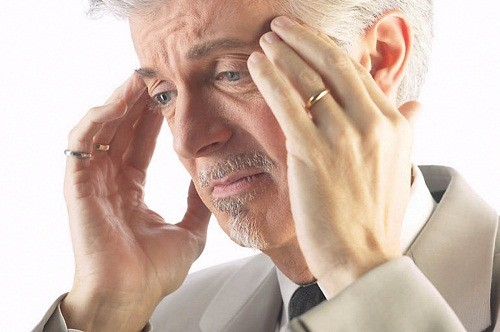 Khi thấy xuất hiện những triệu chứng nghi ngờ ung thư não, người bệnh nên chú ý và đi khám càng sớm càng tốt