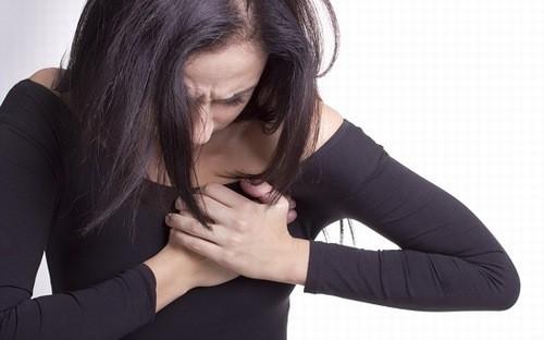 Nhũ hoa đau nhức do sự thay đổi hormone trong cơ thể