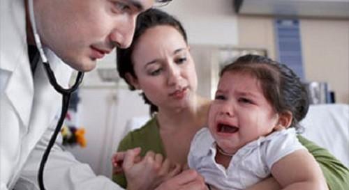 Chế độ ăn uống không khoa học là nguyên nhân chính gây viêm loét dạ dày tá tràng ở trẻ em.