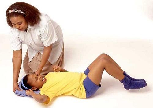 Người bệnh không kiểm soát được các chuyển động co giật của cánh tay và chân